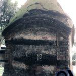 রাজবাড়ির পেছনের অংশে বন্ধ হয়ে যাওয়া একটি মন্দির